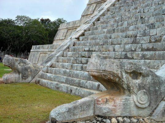 Imagen de la Serpiente emplumada en el Castillo de Chichen Itza